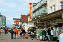 belebte Einkaufsstraße